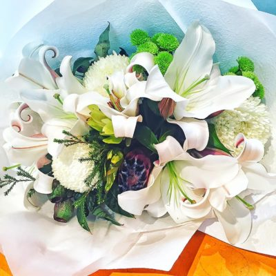 prod-blooming-white-oriental-lillies-amongst-white-chrysanthemums-banksia-and-native-brunii-01
