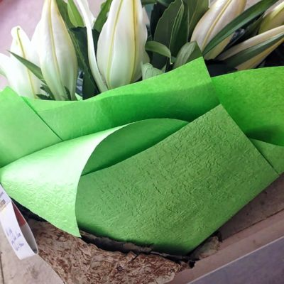 white-lilly-affair-bouquet-simply-wrapped-green-embossed-paper-lotus-leaf-finish
